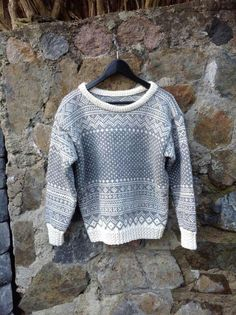 Bilderesultat for ingeborg kofte raglan Fair Isle Knitting, Country Outfits, Knit Patterns, Needlework, Knitwear, Knit Crochet, Sweaters For Women, Pullover, Sewing