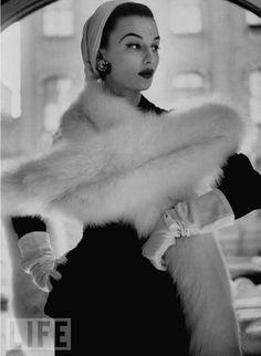 Glamorous. 1952