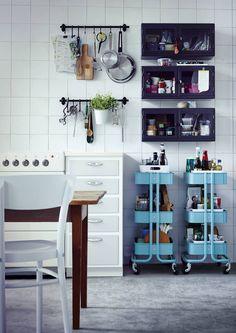 Haluatko avaramman keittiön? Jätä pois yläkaapit, ja työtilaakin tuntuu tulevan lisää. Katso Avotakan inspiroivat esimerkit.