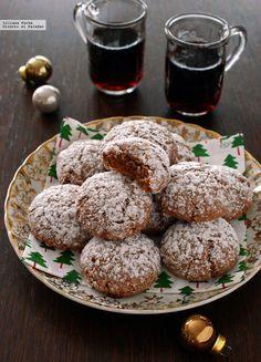 Galletas amaretti de chocolate y canela. Receta de Navidad