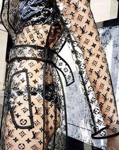Shot by Tim Elkaïm for Vogue Paris, August 2018 Ropa Louis Vuitton, Louis Vuitton Clothing, Mode Glamour, High Fashion, Womens Fashion, Cheap Fashion, Trendy Fashion, Mode Vintage, Vogue Paris
