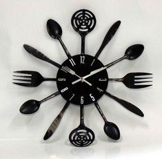 deco-murale-cuisine-horloge-ustensiles-noir-mat déco murale cuisine