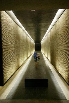Georges-Henri Pingusson, Le Mémorial des martyrs de la déportation Paris deportation2_xl.jpg (512×768)