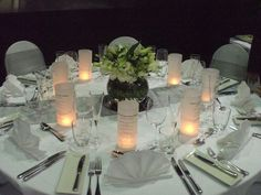 Quelques créations DIY et exemples de présentation pour afficher le menu de votre mariage de manière originale et personnalisée. Des modèles petit format à poser sur la table et des modèles grand format à installer à l'entrée de la salle.