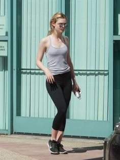 Elle Fanning Photos - 'Neon Demon' actress Elle Fanning is seen hitting the gym…