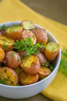 Start A Fire These Oven Roasted Baby Red Potatoes are crisp on the outside and perfectly seasoned. Great potato side dish for any menu. This recipe impressed my parents. Small Potatoes Recipe, Roasted Baby Red Potatoes, Oven Roasted Red Potatoes, Oven Potatoes, Small Red Potatoes, Cheesy Potatoes, Baby Potato Recipes, Baby Food Recipes, Cooking Recipes