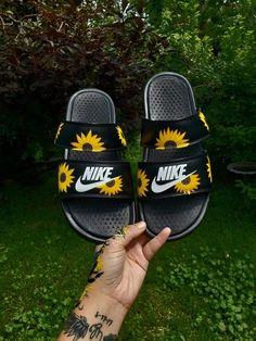 Sunflowers nike duo slides by stoneykicks Jordan Shoes Girls, Girls Shoes, Sneakers Mode, Sneakers Fashion, Fashion Outfits, Tops Nike, Yellow Crocs, Bling Nike Shoes, Nike Slippers
