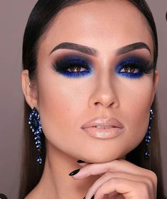 Black smokey eye with blue in waterline Blue Smokey Eye Black Blue Eye Smokey waterline Black Smokey Eye Makeup, Dramatic Eye Makeup, Eye Makeup Tips, Makeup For Brown Eyes, Eyeshadow Makeup, Beauty Makeup, Black Makeup Looks, Blue Eyeshadow For Brown Eyes, Smokey Eyeliner