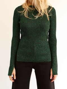RIBBED CREW NECK TOP WITH SLIT DETAIL AT WRIST. Color: Green Lurex Fabric: 87% lurex / 6% polyamide / 7% polyester