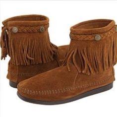 Minnetonka Shoes - Minnetonka Conch Fringe Ankle Boots..NWOT