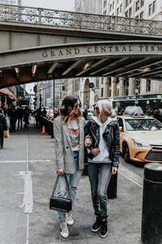 Nyc street style // somewhere lately closet basics, hipster, clothing basic Rihanna Street Style, Model Street Style, Berlin Street Style, New York Street Style, Street Style Summer, Autumn Street Style, Casual Street Style, Street Style Looks, Casual Chic