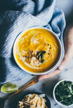Thai Spiced Butternut Squash Soup - easy vegan and gluten free soup that is perfect for fall!| http://healthynibblesandbits.com