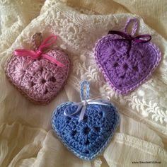 heart sachet Doftpasar-Made-by-BautaWitch ~ free pattern Crochet Heart Blanket, Crochet Baby Blanket Free Pattern, Crochet Squares, Crochet Motif, Crochet Patterns, Crochet Sachet, Crochet Gifts, Diy Crochet, Crochet Daisy