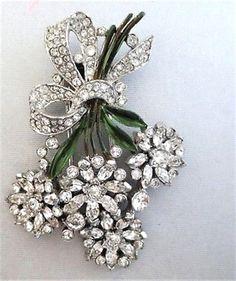 Vintage-TRIFARI-Pave-Floral-Clip-Pin-Brooch-w-Enameled-StemsSigned #VintageJewelry
