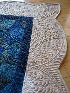 Curved crosshatching/feathers - love this border quilting!