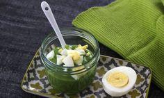 Babys ab einem Alter von 9 Monaten dürfen ein bis zwei Eier pro Woche essen. Ein Babybrei mit Ei ist daher eine gute, vegetarische Alternative zu Fleisch.