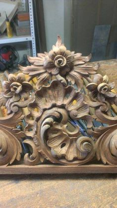 Classic Home Furniture, Wood Carving Designs, Chip Carving, King Bedroom Sets, Wood Countertops, Classic House, Wood Art, Diy Home Decor, Arts And Crafts