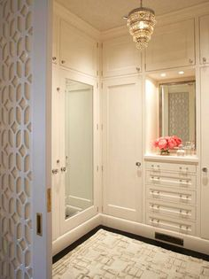 Love the sliding door entrance but seriously how does this stay clean?!