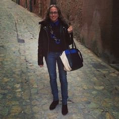 Una de las combinaciones que más me gusta es el negro y el azulón ¿qué os parece? ⚫️ #ideassoneventos #imagenpersonal #imagen #moda #ropa #looks #vestir #wearingtoday #hoyllevo #fashion #outfit #ootd #style #tendencias #fashionblogger #personalshopper #blogger #me #lookoftheday #streetstyle #outfitofday #blogsdemoda #instafashion #instastyle #currentlywearing #clothes #negro #azulón #casuallook #contrastes