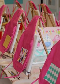 6 Easy Ways To Throw An Art Party 6 Easy Ways To Throw An Art Party<br> Throw the perfect art party for your budding Picasso with these easy ideas. Kids Art Party, Craft Party, Kunst Party, Art Themed Party, Birthday Painting, Arts And Crafts For Teens, 3rd Birthday Parties, Birthday Ideas, 10th Birthday