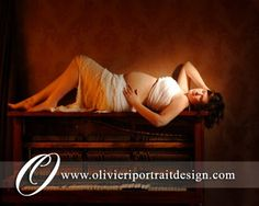 Maternity Portrait on the piano.