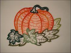 pompoen Types Of Lace, Bobbin Lace Patterns, Lace Heart, Lace Jewelry, Halloween Patterns, Lace Making, Textile Art, Lace Detail, Tatting