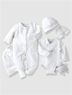 Adorable Newborn Baby Clothes for Adorable Babies – mybabydoo Newborn Baby Clothes - Unique Baby Outfits Fashion Kids, Toddler Boy Fashion, Baby Girl Fashion, Toddler Outfits, Kids Outfits, So Cute Baby, Cute Babies, Newborn Baby Dolls, Baby Outfits Newborn