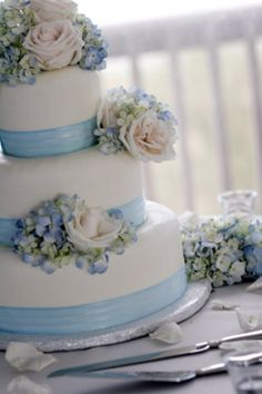 beautiful cake!  Blue and White cake with Blue Hydrangeas and blush roses