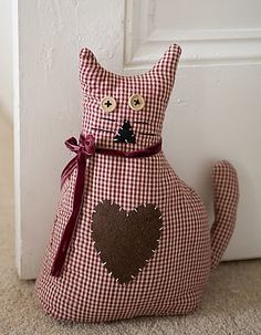 door stopper Door Draught Stopper, Door Stopper, Cat Crafts, Sewing Crafts, Diy Craft Projects, Sewing Projects, Origami Ornaments, Fabric Origami, Bazaar Crafts