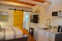 The Yellow Door Carriage House - Guesthouses for Rent in Savannah, Georgia, United States Garage Guest House, Garage Bedroom, Carriage House Apartments, Garage Apartments, Mosaic Shower Tile, Garage Studio, Yellow Doors, House Doors, Small Places