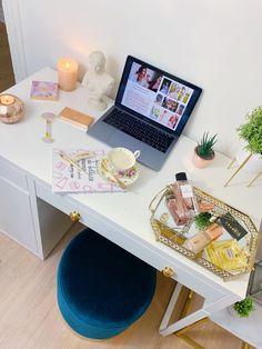 escritorio desk inspo decoracion decoration work trabajo workaholic stayathome Turntable, Furniture, Home Decor, Desktop, Studio, Homemade Home Decor, Home Furnishings, Interior Design, Home Interiors