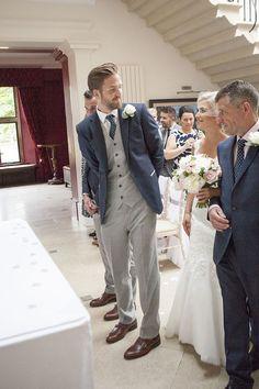 Modern Classic Grey White Chic Elegant Wedding www. Best Wedding Suits For Groom, Grey Tux Wedding, Wedding Attire, Wedding Dresses, Gray Groomsmen Suits, Groomsmen Outfits, Men's Suits, Groom Attire, Prom Suit Outfits