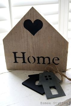 Furniture Makeover, Diy Furniture, Little Houses, Small Houses, Mini Houses, Heart Decorations, Wooden Decor, Wooden Letters, Christmas Home