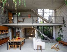 El blog de Original House: Muebles y decoración de estilo asiatico y moderno: El loft: Una nave industrial convertida en casa...