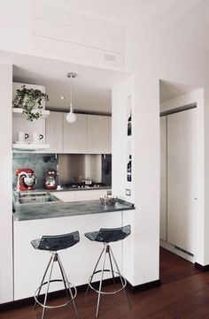 Cheap Kitchen Remodel Ideas – Small Kitchen Designs On A Budget Five Popular Trends In Kitchen Remodeling Kitchen Room Design, Home Decor Kitchen, Modern Kitchen Design, Interior Design Kitchen, Kitchen Ideas, Kitchen Designs, Interior Modern, Modern Farmhouse Kitchens, Home Kitchens