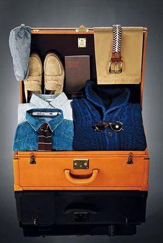 Visual Merchandising | Display: suitcase packed
