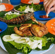 Pecel ayam n lele Healthy Food, Healthy Recipes, Indonesian Food, Turkey, Foods, Meat, Healthy Foods, Food Food, Food Items