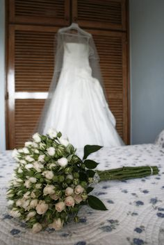 wedding bouquet, bridal bouquet, wedding flowers, bridal flowers, floral, wedding, wedding reception  source: http://hotspot-bp.blogs.sapo.pt