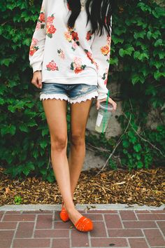 frilly denim shorts and oh how I love those orange shoes //