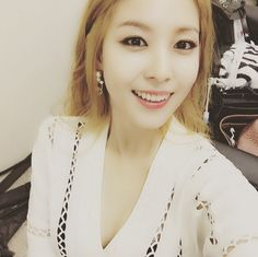 """BoA Congratulates Girls' Generation for Charting First Place With """"Party"""""""