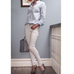 Looks like I'm matching my walls today Ootd #HM shirt #RagandBone jeans #ManoloBlahnik shoes #Zara bag
