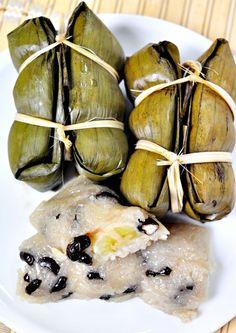 Kho Tom Mad - Bananas in sticky rice. Thai Dessert.http://www.foodtravel.tv/recfoodShow_detail.aspx?viewId=886#!prettyPhoto