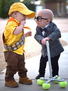 These kids as Russell and Carl Fredricksen from Disney& Up. in 2020 Double Halloween, Twin Halloween, Clever Halloween Costumes, Cute Costumes, Costume Ideas, Funny Halloween, Halloween Recipe, Halloween Costumes For Babies, Creative Costumes
