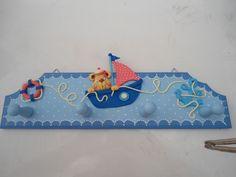 cabide de MDF decorado com biscuit