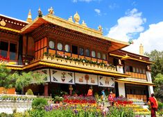 Norbulingka Palace in Lhasa, Tibet - Introduction and Travel Tips Summer Palace, Lhasa, Pilgrimage, Tibet, Travel Tips, Mansions, Park, World, House Styles
