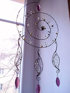 diy dream catcher Dream Catcher Instructions Ideas to tinker with HarmonyMinds. - Dream Catcher Instructions Ideas to tinker with HarmonyMinds. Dream catcher DIY to dream. Dream Catcher Mobile, Dream Catcher Art, Diy Tumblr, Wire Crafts, Diy And Crafts, Dream Catcher Tutorial, Hoop Dreams, Medicine Wheel, Diy Presents