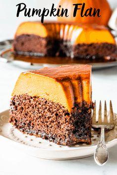 Pumpkin Flan (Chocoflan) - Pies and Tacos Fall Dessert Recipes, Thanksgiving Desserts, Fall Desserts, Delicious Desserts, Holiday Recipes, Custard Desserts, Asian Desserts, Dessert Ideas, Appetizer Recipes