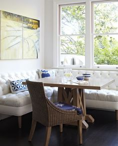 Kitchen Nook // Use a piece of furniture for seating instead of built in seating booth // Breakfast nook with crisp white banquette (via Better Homes & Gardens). Breakfast Nook Bench, Kitchen Breakfast Nooks, Ikea Breakfast, Breakfast Nook Furniture, Breakfast Nooks For Sale, Breakfast Room Ideas, Breakfast Knook, Sunday Breakfast, Breakfast Bars