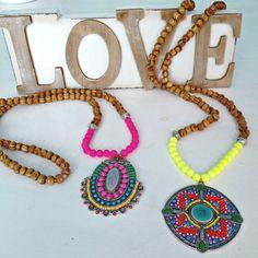 Neon Fucsia Bohochic Necklace Gypsychic fashion por VivalaVirgen