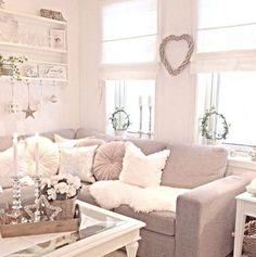 Vintage Shabby Chic Living Room Decor Ideas |  Living Room Inspiration by DIY Ready at http://diyready.com/diy-shabby-chic-decor/